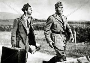 Alberto Sordi e Serge Reggiani in una scena del film.